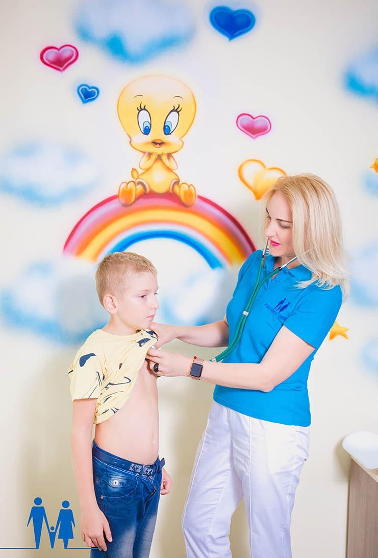 Детский доктор педиатр Киев в часной клинике Евмакс-min